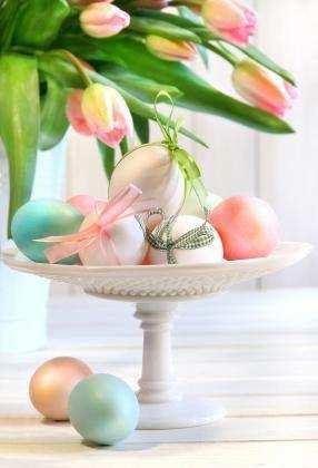 egg_pedestal_centerpiece.jpg